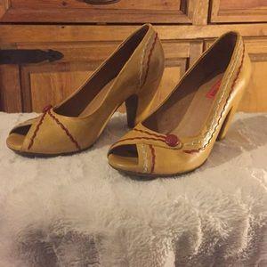Mix Mooz yellow/red peep toe heel. Size 7. Sophia